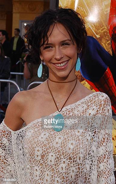 """Actress Jennifer Love Hewitt attends the premiere of """"Spider-Man"""" April 29, 2002 in Westwood, CA."""