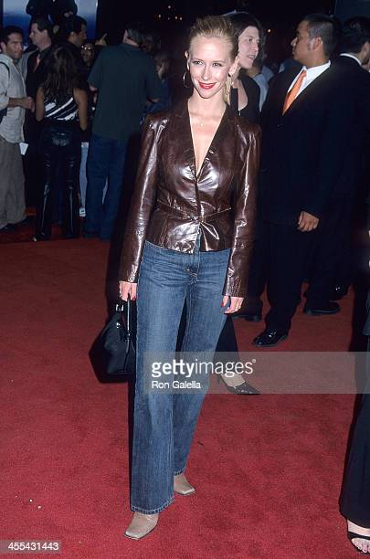 Actress Jennifer Love Hewitt attends the Rush Hour 2 Hollywood Premiere on July 26 2001 at the Mann's Chinese Theatre in Hollywood California