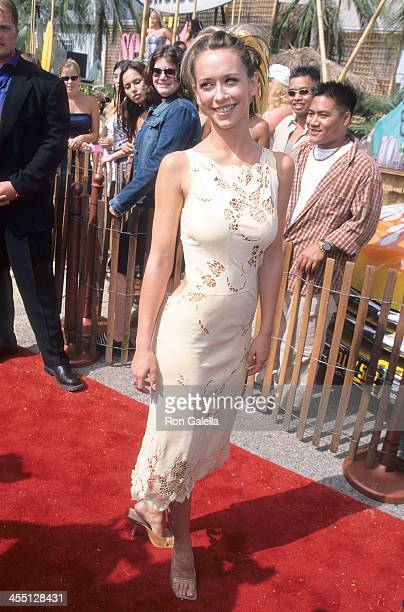Actress Jennifer Love Hewitt attends the Second Annual Teen Choice Awards on August 6 2000 at the Barker Hangar Santa Monica Air Center in Santa...