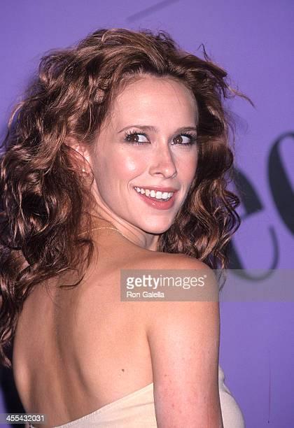 Actress Jennifer Love Hewitt attends the Third Annual Teen Choice Awards on August 12 2001 at the Universal Amphitheatre in Universal City California