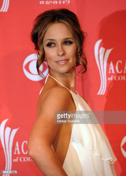 Actress Jennifer Love Hewitt poses in the press room during the 44th annual Academy Of Country Music Awards held at the MGM Grand on April 5 2009 in...