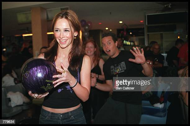Actress Jennifer Love Hewitt prepares to bowl at the third annual ''Kobe Bowl'' September 16 2000 at the Sports Center Bowl Studio City CA to benefit...