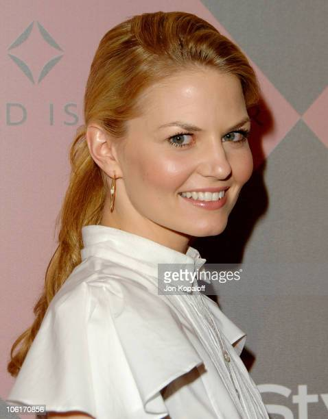 Actress Jennifer Morrison arrives at 'The 7th Annual Awards Season Diamond Fashion Show' at the Beverly Hills Hotel on January 10 2008 in Beverly...