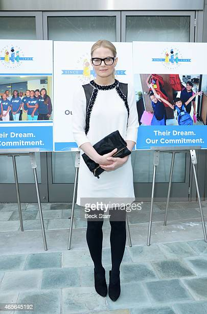 Actress Jennifer Morrison attends the I Have A Dream Foundation Los Angeles Annual Dreamer Dinner at Skirball Cultural Center on March 8 2015 in Los...