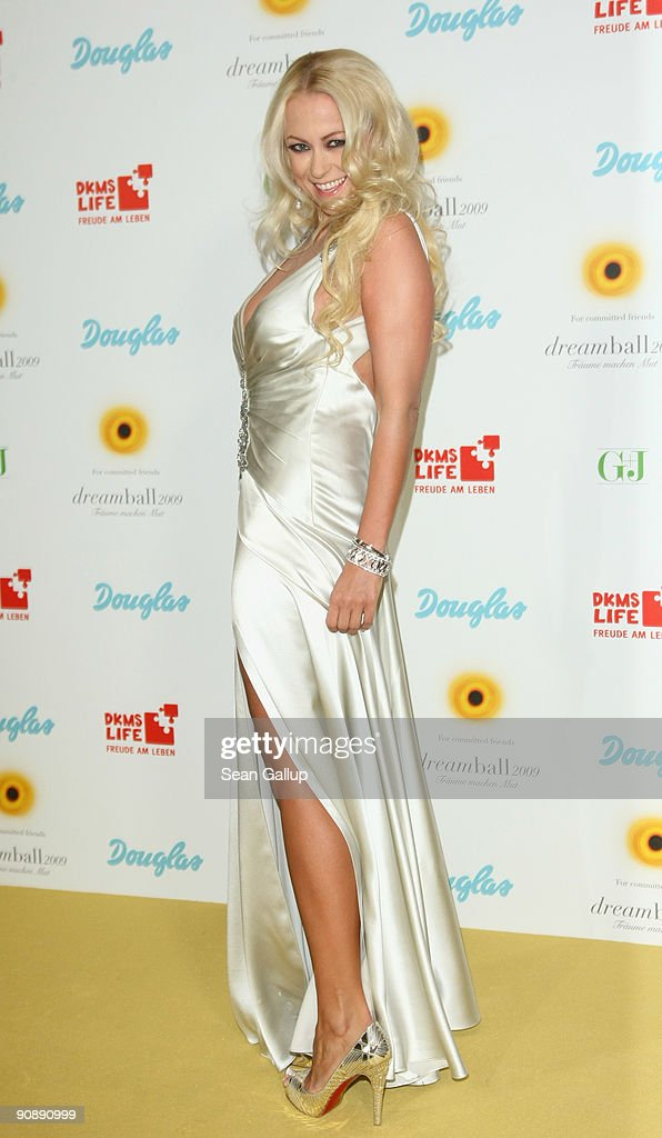Actress Jenny Elvers-Elbertzhagen attends the dreamball 2009 charity gala at the Ritz-Carlton on September 17, 2009 in Berlin, Germany.
