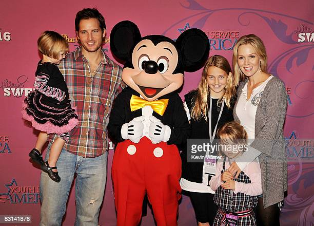 Actress Jenny Garth her husband Peter Facinelli and their daughters Fiona Eve Luca Bella and Lola Ray arrive at Miley Cyrus' Sweet 16 birthday...