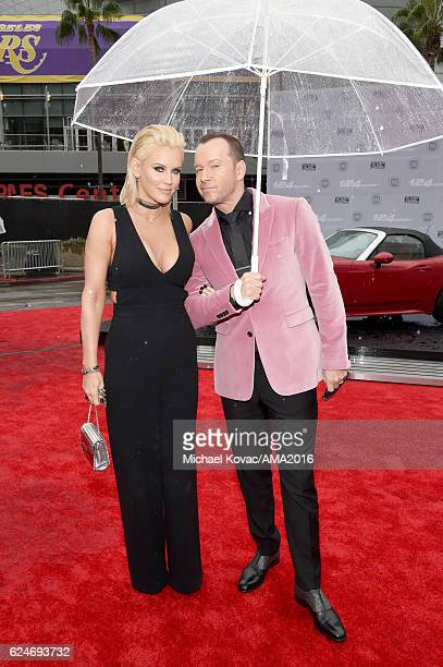 Actress Jenny McCarthy and actor Donnie Wahlberg attend the 2016 American Music Awards Red Carpet Arrivals sponsored by FIAT 124 Spider at Microsoft...