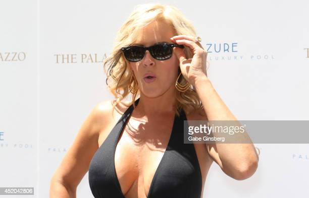 Actress Jenny McCarthy arrives at the Azure Luxury Pool at The Palazzo Las Vegas on July 11 2014 in Las Vegas Nevada