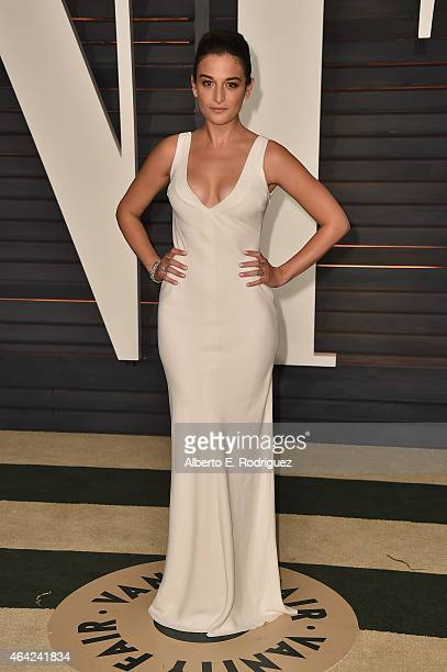 Actress Jenny Slate attends the 2015 Vanity Fair Oscar Party hosted by Graydon Carter at Wallis Annenberg Center for the Performing Arts on February...