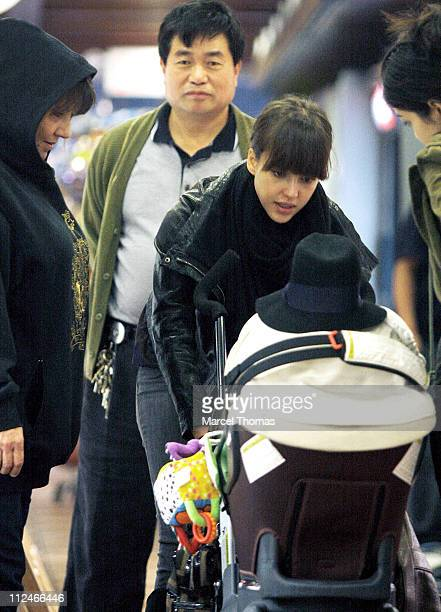 Actress Jessica Alba and daughter Honor Warren go shopping in Manhattan on November 8 2008 in New York City