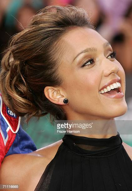 Actress Jessica Alba arrives to the 2006 MTV Movie Awards at Sony Pictures Studio on June 32006 in Culver City California