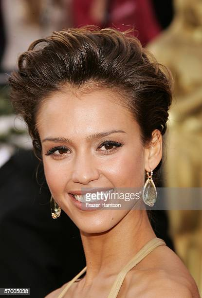 Actress Jessica Alba arrives to the 78th Annual Academy Awards at the Kodak Theatre on March 5, 2006 in Hollywood, California.