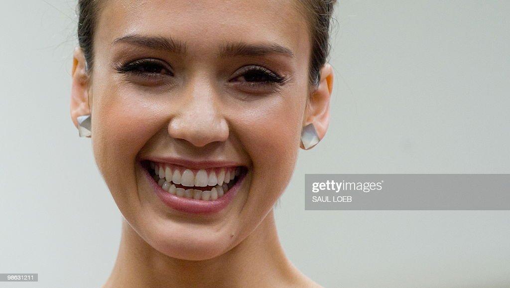 Actress Jessica Alba attends a press con : Nieuwsfoto's