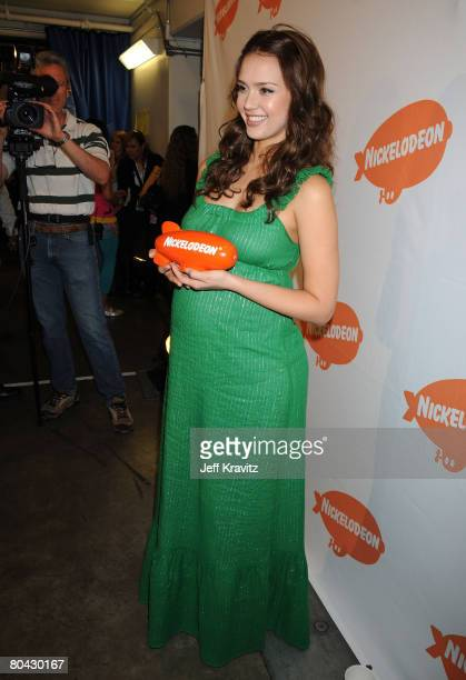 Actress Jessica Alba attends Nickelodeons 2008 Kids Choice Awards on March 29 2008 at the Pauley Pavilion in Los Angeles California