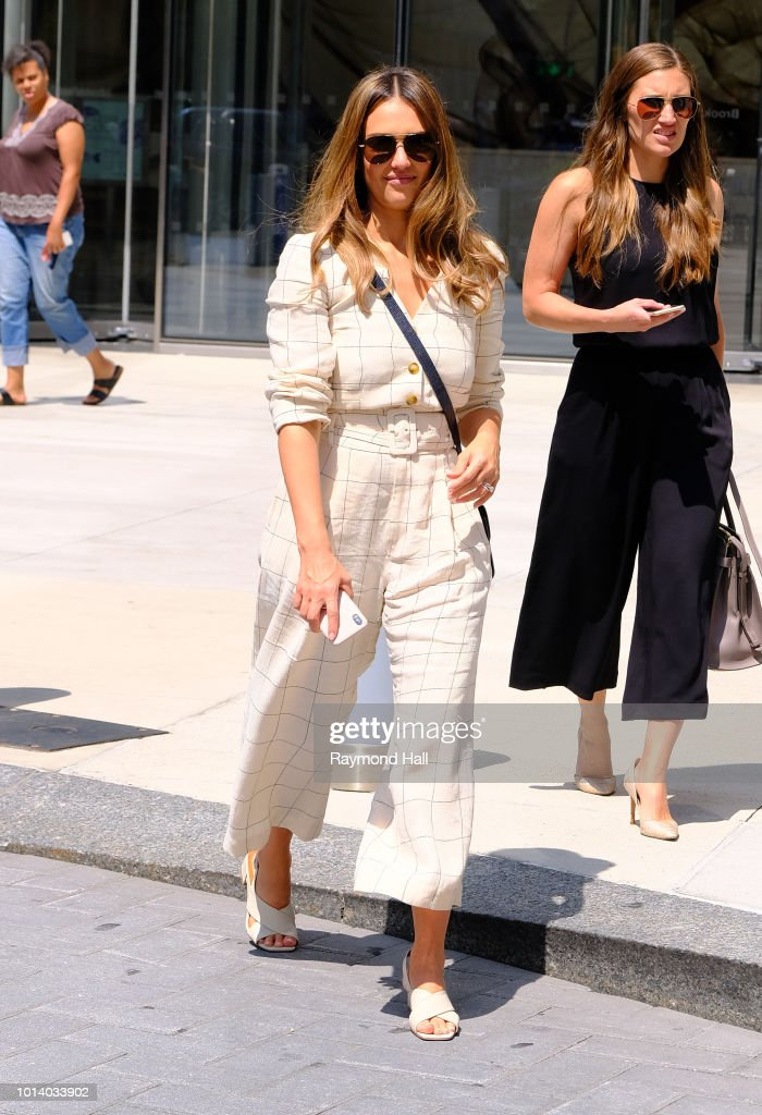 Jessica Alba sighting at Streets of Manhattan on May 10