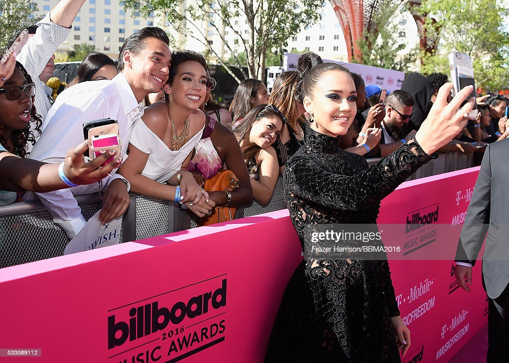 2016 Billboard Music Awards - Red Carpet : News Photo