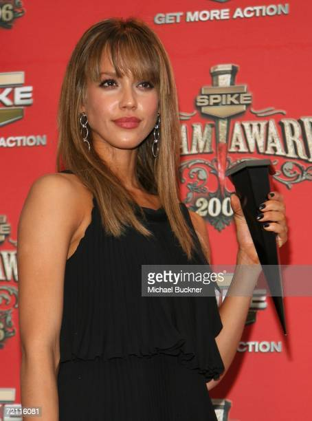 Actress Jessica Alba winner of Sexiest Superhero poses with her award in the press room for Spike TV's Scream Awards 2006 at the Pantages Theatre on...