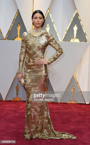 US actress Jessica Biel arrive on the red carpet for the 89th Oscars on February 26 2017 in Hollywood California / AFP / VALERIE MACON