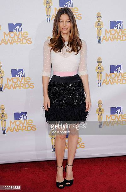 Actress Jessica Biel arrives at the 2010 MTV Movie Awards Arrivals at Gibson Amphitheatre on June 6, 2010 in Universal City, California.