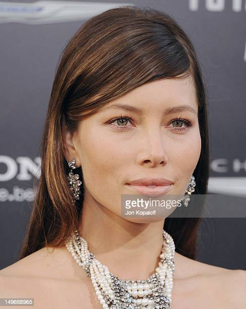 Actress Jessica Biel arrives at the Los Angeles Premiere Total Recall Premiere at the Grauman's Chinese Theater on August 1 2012 in Los Angeles...
