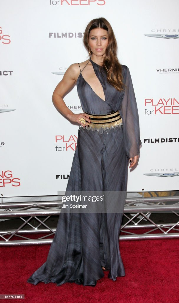 """FilmDistrict And Chrysler With The Cinema Society Premiere Of """"Playing For Keeps"""" - Outside Arrivals : News Photo"""