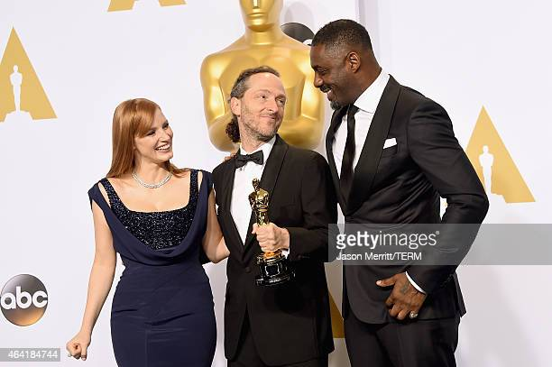 Actress Jessica Chastain, Emmanuel Lubezki winner of the Best Cinematogrphy Award for 'Birdman', and actor Idris Elba pose in the press room during...
