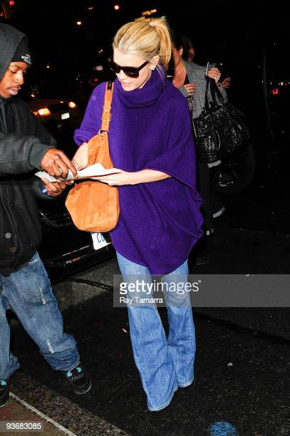 Actress Jessica Simpson enters her Midtown Manhattan hotel on December 2 2009 in New York City