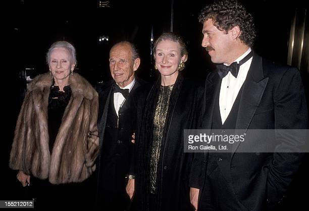 Actress Jessica Tandy actor Hume Cronyn actress Glenn Close and boyfriend John Starke attend the 3 Penny Opera Opening Night Performance on November...