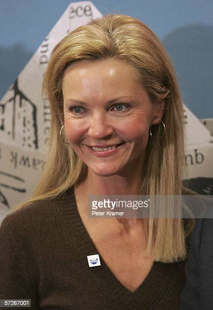 Actress Joan Allen makes an appearance at Border Books for a speed reading contest to help raise money for Noggin's new national literacy campaign...