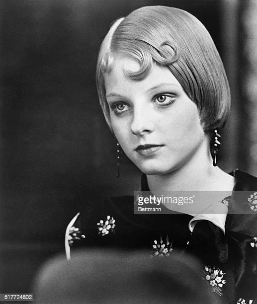 """Actress Jodie Foster, closeup as a 1920's vamp, in her role in the movie: """"Bugsy Malone."""" Movie still, August 1976."""