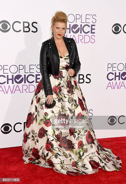 Actress Jodie Sweetin attends the People's Choice Awards 2017 at Microsoft Theater on January 18, 2017 in Los Angeles, California.