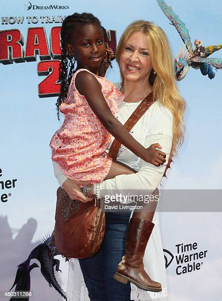 Actress Joely Fisher and daughter Olivia Luna FisherDuddy attend the premiere of Twentieth Century Fox and DreamWorks Animation How to Train Your...