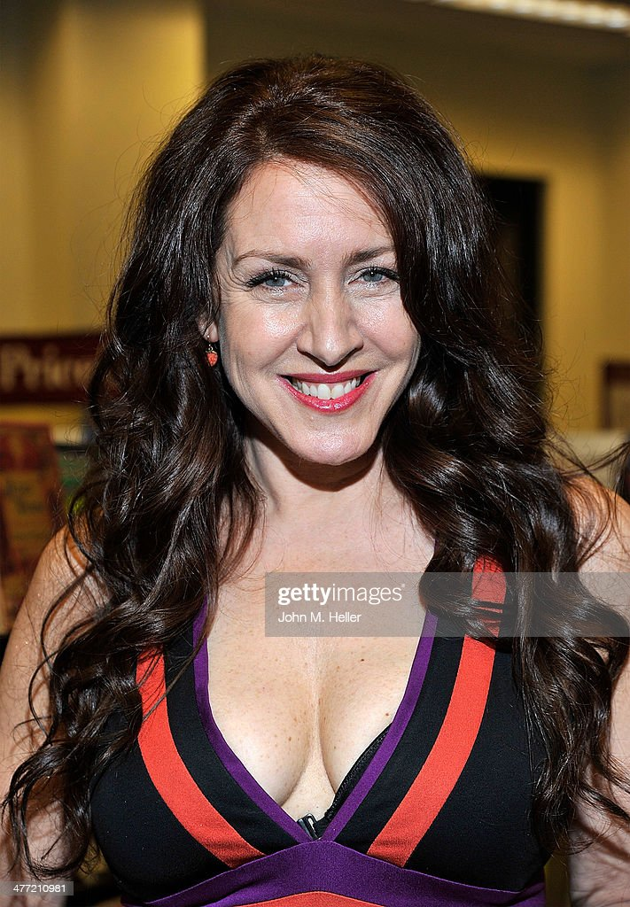 Actress Joely Fisher attends the Annabelle Gurwitch book signing for 'I See You Made An Effort' at Barnes & Noble bookstore at The Grove on March 7, 2014 in Los Angeles, California.
