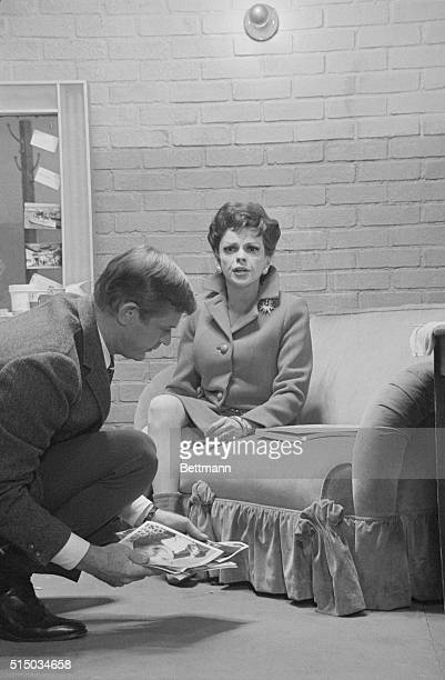 Actress Judy Garland in her first return to motion picture since 1963 plays the role of a veteran Broadway star in the dramatization of the book...