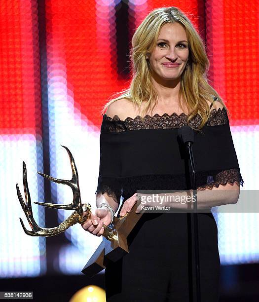 Actress Julia Roberts accepts the Woman of the Decade award onstage during Spike TV's 10th Annual Guys Choice Awards at Sony Pictures Studios on June...