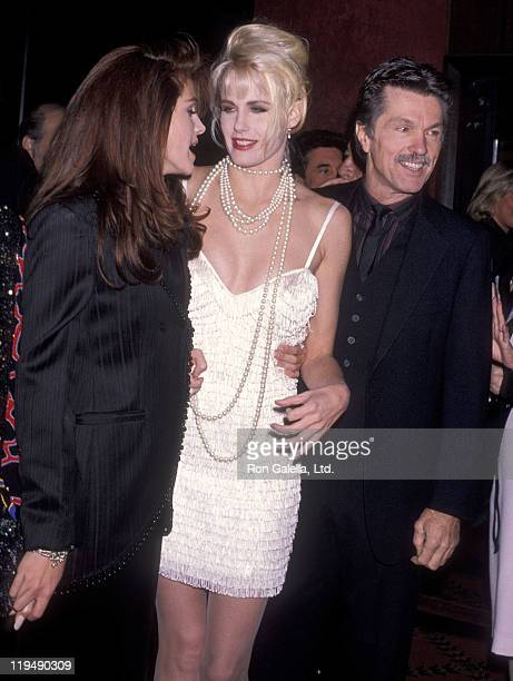 Actress Julia Roberts actress Daryl Hannah and actor Tom Skerritt attend the 'Steel Magnolias' New York City Premiere on November 5 1989 at the...