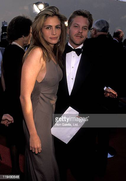 Actress Julia Roberts and actor Kiefer Sutherland attend the 62nd Annual Academy Awards on March 26, 1990 at Dorothy Chandler Pavilion, Music Center...