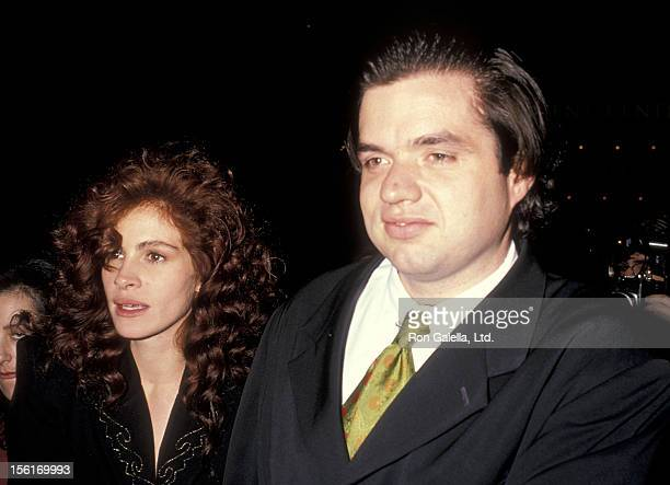 Actress Julia Roberts and actor Oliver Platt attend the 'Steel Magnolias' Century City Premiere on November 9 1989 at Cineplex Odeon Century Plaza...