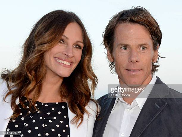 "Actress Julia Roberts and Daniel Moder attend Heal The Bay's ""Bring Back The Beach"" Annual Awards Presentation & Dinner held at The Jonathan Club on..."