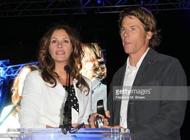 Actress Julia Roberts and Daniel Moder attend Heal The Bay's Bring Back The Beach Fundraiser on May 17 2012 in Santa Monica California