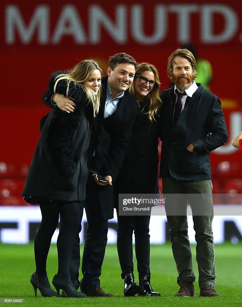 Actress Julia Roberts (2ndR) and husband Danny Moder (R) pose on the pitch after the Premier League match between Manchester United and West Ham United at Old Trafford on November 27, 2016 in Manchester, England.
