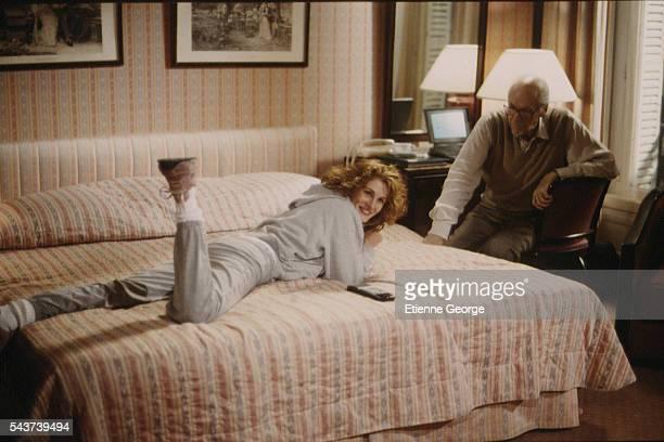 Actress Julia Roberts and movie director Robert Altman on the set of his film PrêtàPorter