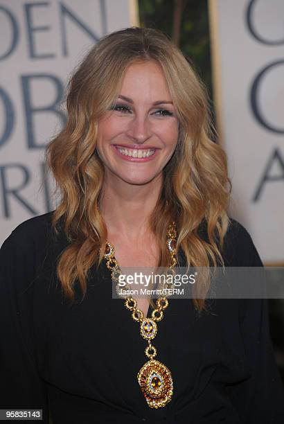 Actress Julia Roberts arrives at the 67th Annual Golden Globe Awards held at The Beverly Hilton Hotel on January 17, 2010 in Beverly Hills,...