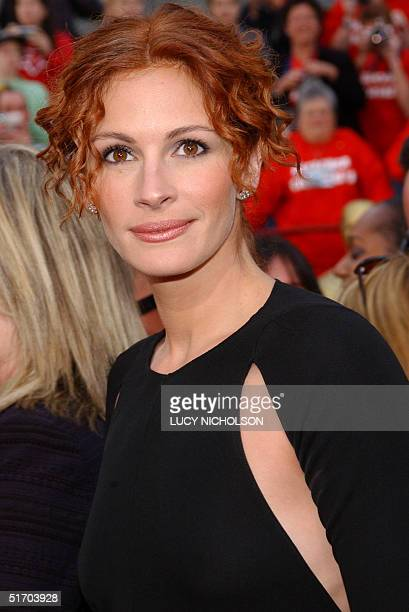 US actress Julia Roberts arrives at the 74th Annual Academy Awards at the Kodak Theatre in Hollywood CA 24 March 2002 AFP PHOTO/Lucy NICHOLSON