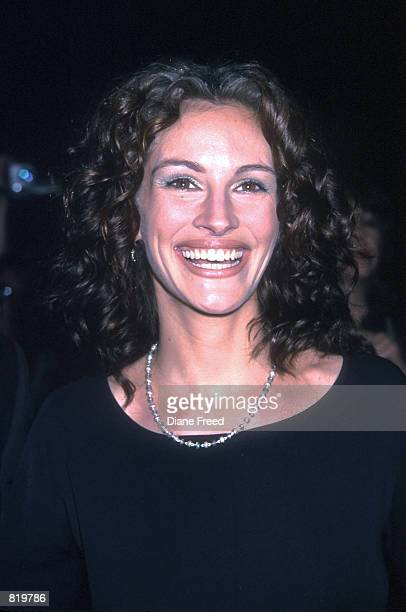 Actress Julia Roberts arrives at the 'Notting Hill' premiere at the Zeigfeld Theatre in New York City May 13 1999