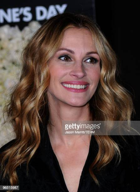 """Actress Julia Roberts arrives at the premiere of New Line Cinema's """"Valentine's Day"""" at Grauman's Chinese Theatre on February 8, 2010 in Hollywood,..."""