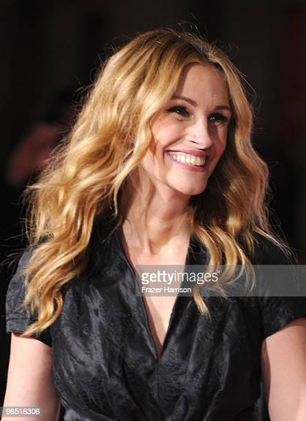 """Actress Julia Roberts arrives at the premiere of New Line Cinema's 'Valentine's Day"""" held at Grauman's Chinese Theatre on February 8, 2010 in Los..."""
