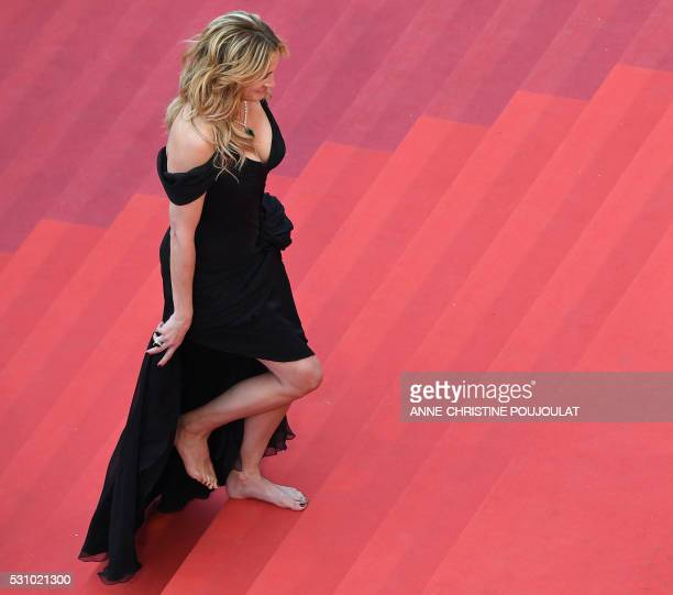 TOPSHOT US actress Julia Roberts arrives on May 12 2016 for the screening of the film Money Monster at the 69th Cannes Film Festival in Cannes...