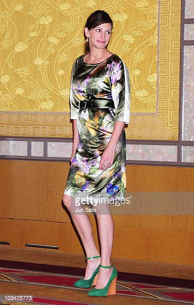 Actress Julia Roberts attends a press conference for 'Eat Pray Love' at the RitzCarlton Hotel on August 18 2010 in Tokyo Japan