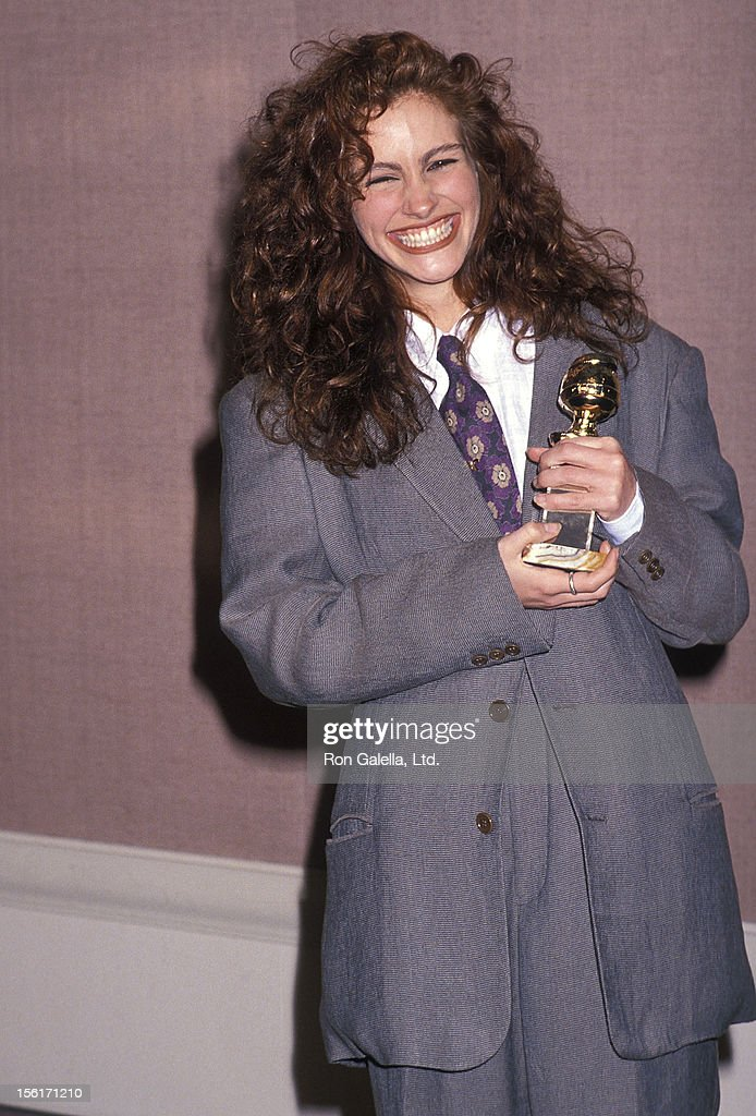 Actress Julia Roberts attends the 47th Annual Golden Globe Awards on January 20, 1990 at Beverly Hilton Hotel in Beverly Hills, California.